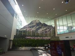 オークランドで乗り継いで、クライストチャーチ空港に到着! マウントクックが出迎えてくれます。