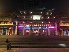 三鳳中外の後は三鳳宮へ。 三鳳宮は300年前に建てられた中国北方宮殿式の寺廟だそうで台湾最大の三太子廟だそうです。