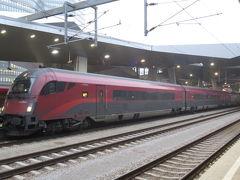 中央駅からはレイル・ジェットで空港へ。ウィーンと各都市を結ぶ特急列車ですが、ここからウィーン国際空港までは近郊列車と同様の安価な料金で利用出来ます。