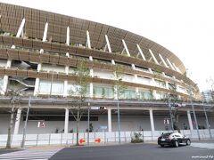 国立競技場  千駄ヶ谷駅の改札口を出ても、国立競技場は見えません。 左手にある東京体育館の裏側になります。