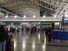 空港内はまだ早朝のためか 乗客は少なかったです。