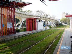 MRT凱旋駅で下車して道路を渡りLRT前鎮之星駅