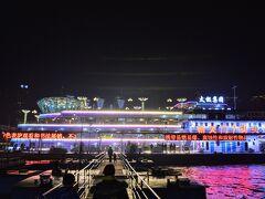 朝天門7号埠頭に チケットを買った船が泊まっていました。 キンキラキンだ。