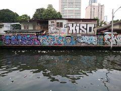 BTSナショナルスタジアム駅の近くにジムトンプソンの家(博物館とショップ、レストラン)がありますが、その奥にセンセーブ運河があります。 この運河、バンコクの昔ながらの交通手段としてボートが今でも活躍しています。