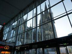 雑誌に掲載されていたガラス越しの大聖堂の写真に惹かれ、2005年8月、この駅に降り立ちました。 この構図、感動する~!