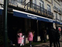 歩いてナタ発祥の店パスティス・デ・ベレンへ  実は、外観は後で撮りました だって、みんなゾロゾロこのお店に行くんだもん