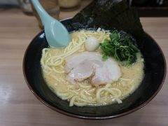 ●壱角家@JR橋本駅  このお店の一番シンプルなラーメンにしました。 麺にスープがよく絡みます。 太麺あんまり好きでは無いですが、決して嫌ではなかったです。 夜遅かったので、胃に残るかな?と心配しましたが、美味しく頂きました。 余計なもの、注文しなくてよかった(笑)。