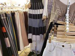 これ、仁寺洞の【アンニョン仁寺洞】のショップで見かけたスカートです。 カラーも揃ってる。 今回、このスカートをいろんなお店で見かけました。 まさかの【ゴートゥーモール】で爆売りしてるスカートだったとは。