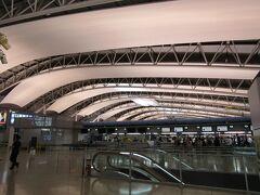 関西空港>4階国際線出発フロアー>搭乗手続き中 午前:仕事、夕方:関西空港へ 長い1日です。 本日中にソウルに移動しホテル泊です。翌朝、ソウルからイスタンブール行きに搭乗します。