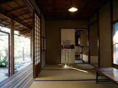 ただ、屋敷は小ぶりで穏やかな数寄屋風書院造。