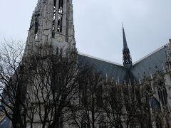 ヴォティーフ教会にやってきました。 こちらはあまりひと気はありません。