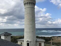お腹が満たされたら観光再開。展望スペースから角島灯台を観てから
