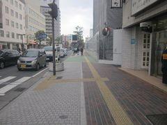 暫くは駅前の通りを直進して…。