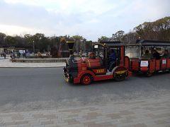 大阪城公園は何度か来ていますが、こちら側に来るのは初めて~。 公園内を移動するロードトレインの存在も初めて知りました。  大阪城公園 https://www.osakacastlepark.jp/