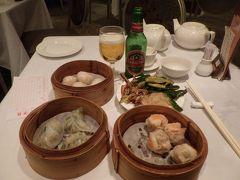 エビ蒸し餃子、エビとニラの蒸し餃子。蟹焼売と思って取った海老焼売と前菜盛り合わせ。青島ビールでいただきます。 思いもよらずエビばっかになってしまいました。