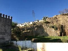 メディナの周辺には、イスラム墓地。  マリーン朝(Tombeaux Merinides)の墓地で、スルタンたちが埋葬されています。