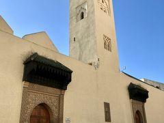 「Bab Bou Jeloud Mosque」  ブー・ジュルード門の近くにある、ガイドブックには載っていない大きなモスク。