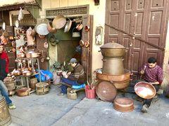 「サファリーン広場(Pl. Srffarine)」  銅製品がたくさん売られている広場。 職人さんが金物を作っているのを間近で見ることができます!  ここも世界遺産~