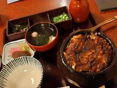 3990円のひつまぶしを注文。 器にずっしりご飯が詰まっていてご飯の間にも香ばしく焼いた鰻が入っていました。