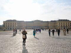 シェーンブルン宮殿のゲートに到着。