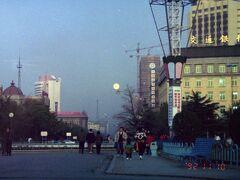 ↑と同じ場所、28年前です。マイライブラリに発見。  随分高いビル増えてます。