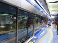 エミレーツ・タワー駅からブルジュマン駅まで地下鉄に乗車。