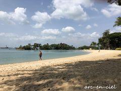 午前中は、ビーチで過ごしました。 静かなビーチで、聞こえるのは、小鳥のさえずりと波の音、時々飛行機の音。 海は、遠浅ではなく、また透明度もあまりなかったので、水浴び程度で引き上げました。