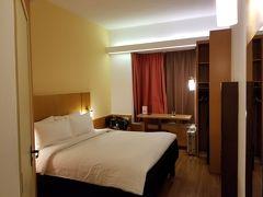 ホテルは、イビス・シンガポール・オン・ベンクーレン。 昨日と同じホテルに泊まっているみたいです。