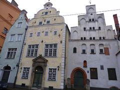「三人兄弟」と呼ばれている住宅。 三人兄弟の家は、3棟ともそれぞれの時代を表す特徴的な姿を留めている。