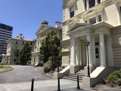 旧政府公邸。現在は、ロースクールとして使われているそうです。石造りのように立派な建物ですが、木造建築です。