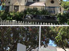 さらにその近くにある「オールドセントポール教会」へ。教会へ向かう途中にも法務省などがありました。 残念ながら修復工事中で、中には入れませんでした。教会前に大きな木があって、どの角度から見てもなかなか全体像がうまく撮影できず残念。