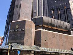 約30分で、本日のホテル「インターコンチネンタルウェリントン」に到着。後で撮った写真ですが、こちらが外観です。
