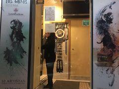 [Los Gallios] 私は、隠れ家や的な存在を探したり、偶然見つけたりするのが、大好き!  レストランと旅行者の為にできたような大ホールとレンストランが一緒になったよう  な場所で見るのはあんまり信用しない