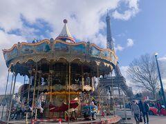 カルーセルとエッフェル塔。 パリっぽい。