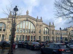 はい、パリ到着。 ストの状況がよくわからなかったのと、昼間だしっていうので、とりあえず北駅からオペラ座まで歩くことにしました。 あまり治安のよろしくないことは承知していましたが、下手に地下鉄に乗ってスリに怯えるのもなーという気持ちからです。 オペラ座まで、徒歩約30分。 ロンドンと比べると、心なしか緊張感漂う街だなーという印象。