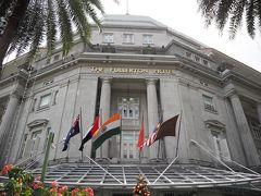 シンガポールでの宿泊はフラートンホテル。  マーライオンの近くにある宮殿風のホテル。  旧中央郵便局を改装したホテル、国指定の史跡だそうです。  ホテルレビュー動画作成しました。 宜しければご覧ください。 https://www.youtube.com/watch?v=ogKUq7HwzWo