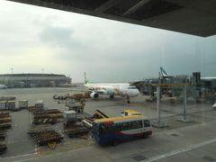 やや日が傾くころ、香港国際空港に着きました。
