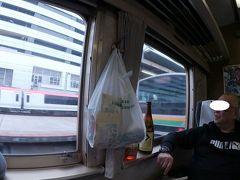 ようやっと電車が動いた。  横浜駅で待ちくたびれたお客を拾って発車。  結局、遅れは17分。かなりヤバいです。  A「どうすっぺ。ヤバいよコレ。小田原で降りて乗り換える?」  心配する私、Akrをよそに・・・