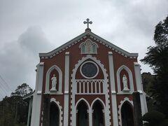 続いてカトリック宝亀教会。 こちらも高台にあります。 平戸で木造の最も古い教会だそうです。