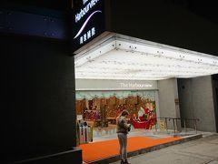 宿泊先は「湾景国際飯店」香港コンベンションセンターのバス停から徒歩5分です。 このホテル、香港の情勢が良くなくなってから、60%ほど値段が下がりました。