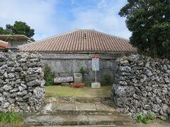 島の中心部にあるちゅらさんのロケ地こはぐら荘。 お家の中には入れません。