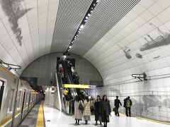 雰囲気ある元町中華街駅 今日は凄い乗降客数だった やっと空いてきたので改札へ