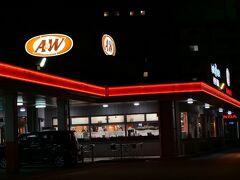 p.m.8:40 夜ご飯は『エンダー』♪  [店名] A&W 名護店 [食べたもの]  *The A&Wバーガー 630yen *メルティダブル 556yen ※コンボ(ポテト&ドリンク) 371yen ×2 *チキンビット 306yen [情報]  HP:https://www.awok.co.jp/shopsearch/hokubu-area/nago/ HPメニュー:https://www.awok.co.jp/pdf/AW-Menu-JP-US-20191001-01/html5.html#page=1 食べログ:https://tabelog.com/okinawa/A4702/A470201/47000188/ [訪問時間] 20:40 [待ち時間] なし