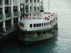 船客が乗り降りしています。レトロな雰囲気がよいですね。