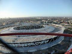 アルセロール・ミッタル・オービットに隣接するロンドンオリンピックスタジアム