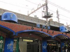 JR関内駅の南口、横浜スタジアム最寄り口はベイスターズ一色です。