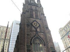 ウォール街界隈のシンボル、トリニティ教会。 ニューヨーク最古のネオ・ゴシック教会で中には博物館もあるそうです。