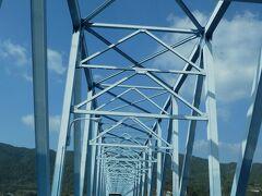 黒之瀬戸大橋を渡って、