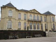 この「ビロン邸」はロダンが1908年から亡くなる1917年までアトリエ兼住居として愛用した建物です。ロダンが作品・コレクションを国家に寄付する際に要望から1919年に美術館となりました。