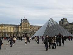 言わずと知れた世界最大級の美術館「ルーヴル美術館」。世界各地の厳選した35000点程の美術品が貯蔵され、フランスの世界遺産「セーヌ河岸」の構成要素となっています。